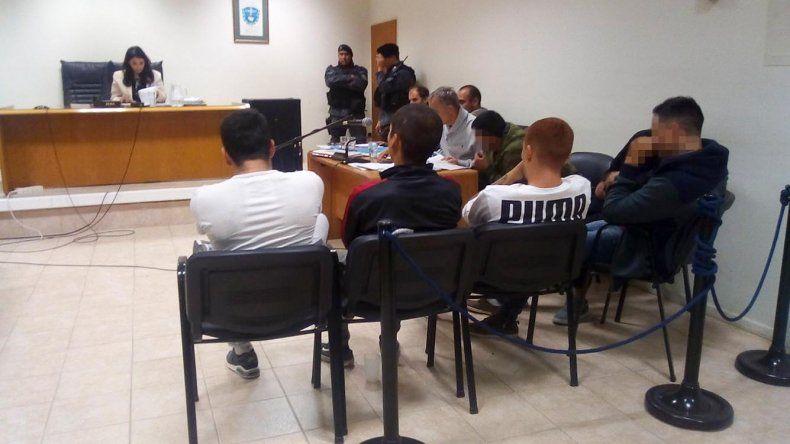 La audiencia de control de detención. Por pedido de la Justicia se pixelan los rostros de los imputados.