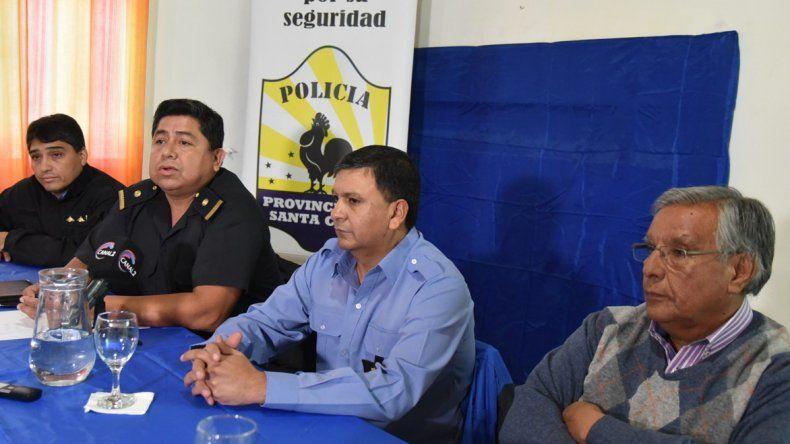 El comisario inspector Carlos Alberto Bordón fue el principal expositor en la presentación.