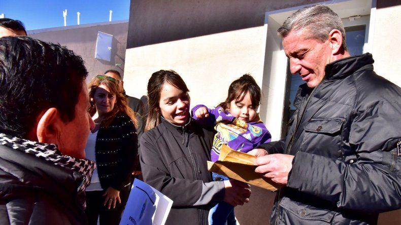 El Gobierno provincial entregó en Río Mayo 22 casas de un programa de 27 que pretende construir el Instituto Provincial de la Vivienda y Desarrollo Urbano.