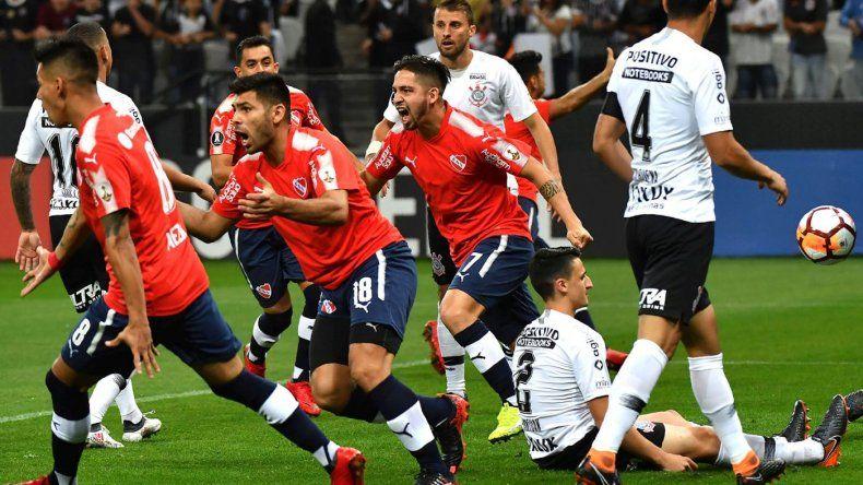 Independiente venció a Corinthians y está en zona de clasificación a octavos