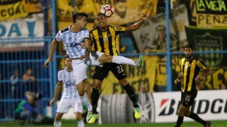 Atlético Tucumán le ganó a Peñarol y quedó a un paso de una histórica clasificación