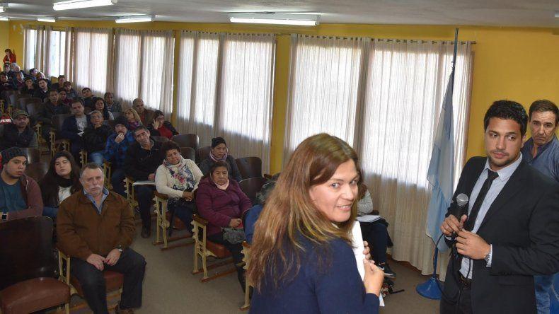 Directivos de la sucursal local del Banco Nación y el articulador zonal del Ministerio de Desarrollo Social expusieron ayer ante microemprendedores.