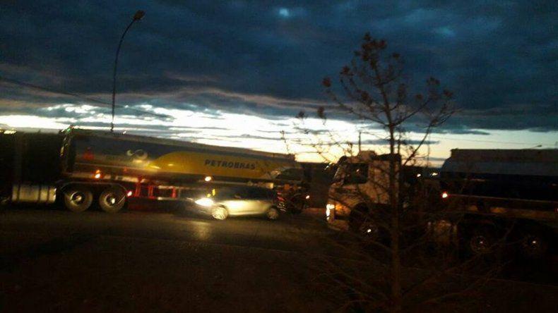 Caos vehicular en Caleta Olivia por el piquete de extrabajadores de CPC