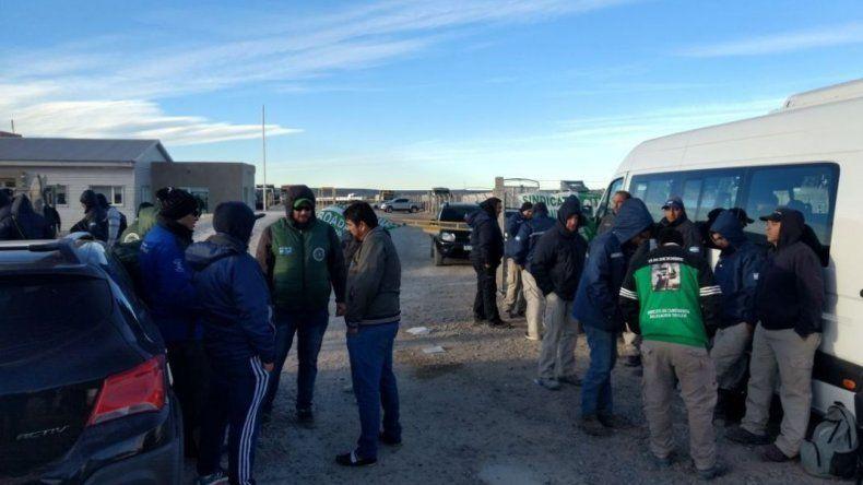 Camioneros exigen mejoras en las condiciones de trabajo en la planta de arenas silíceas