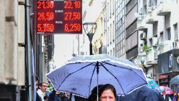 El dólar cotizó ayer a la baja luego de la turbulencia de los últimos días.