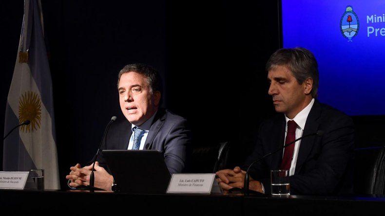 Dujovne y Caputo durante la conferencia de prensa que ofrecieron ayer por la mañana.