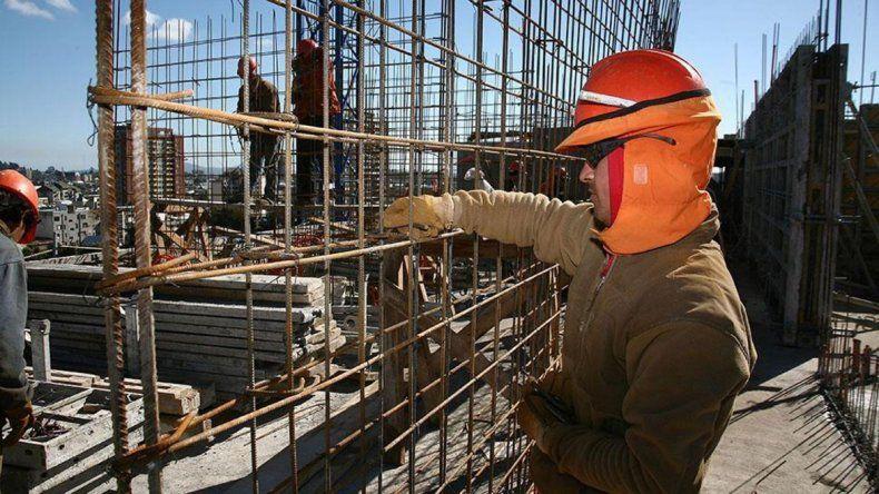 Constructores esperan conocer la letra fina sobre el recorte en la obra pública