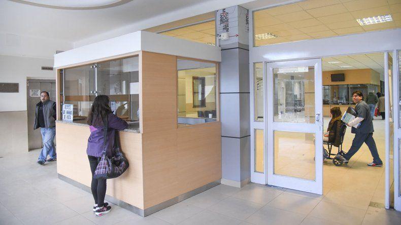 Atrapan a adolescente cuando robaba en el subsuelo del Hospital Regional