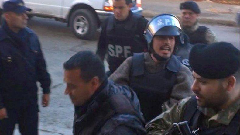Movilizaron decenas de efectivos para trasladar a Jones Huala