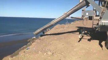 Denuncian vertido de cemento en la costa de Stella Maris