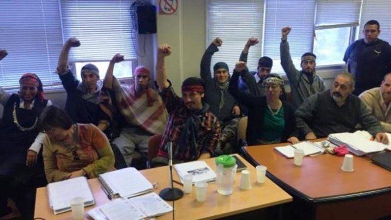 Facundo Jones Huala y otros nueve integrantes de la comunidad mapuche de Cushamen ya no serán juzgados por los cargos de abigeato y usurpación por un reclamo de tierras en Leleque.