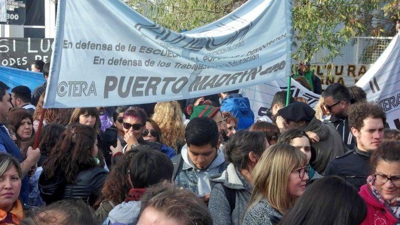 Estatales iniciaron el paro y protestan en Casa de Gobierno