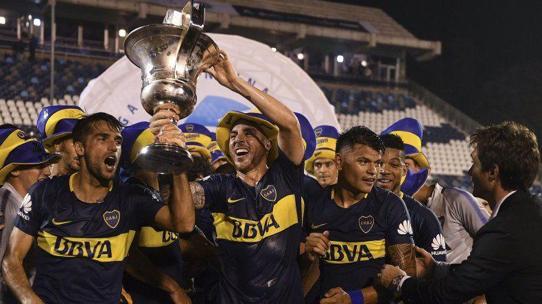 Boca festejó anoche en La Plata su consagración como campeón de la Superliga.