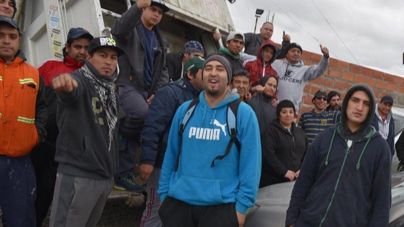 Numerosos trabajadores del área Recolección de Residuos se niegan a liberar camiones compactadores y continúan con una medida de fuerza que iniciaron hace una semana.
