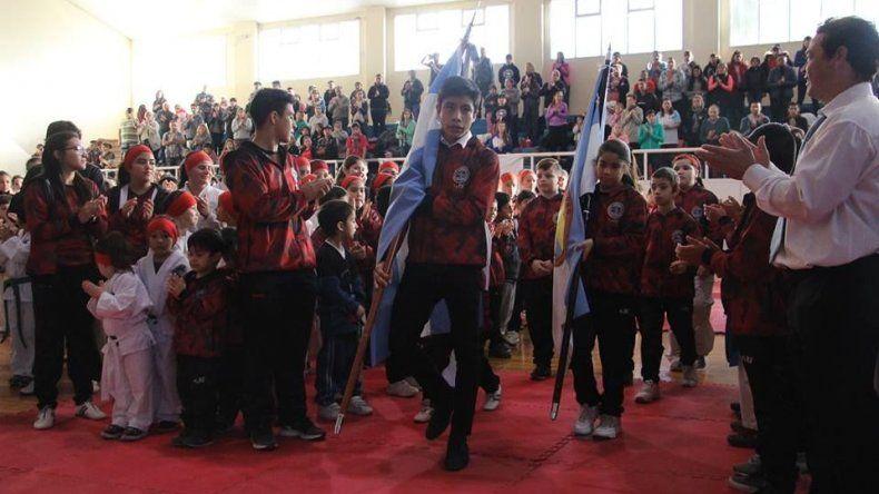 Más de 300 participantes tuvo la competencia organizada por la escuela del barrio La Floresta.