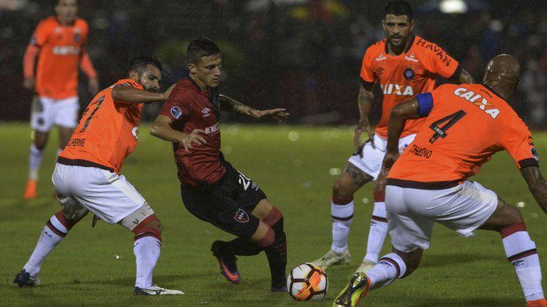 Newells venció a Paranaense pero quedó afuera de la Sudamericana