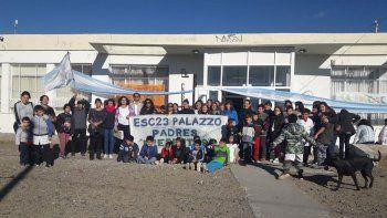 Padres de estudiantes de la Escuela 23 de Próspero Palazzo se sumaron a la toma de establecimientos en Comodoro Rivadavia.