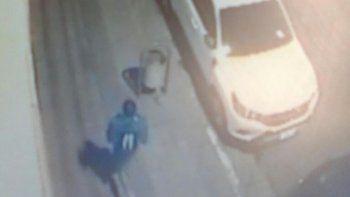 Nicolás trotando de madrugada el 27 de enero de 2016. Es la última imagen que la policía tiene de él.