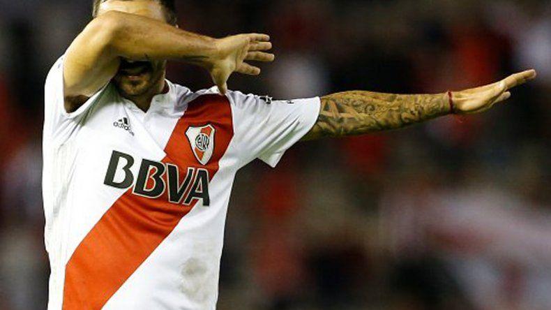 Ignacio Scocco festeja su gol