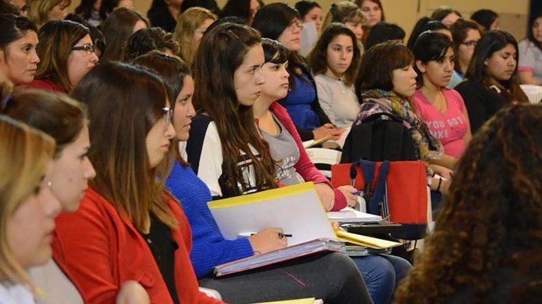 Más de 100 alumnos del Instituto Superior de Formación Docente Nº 801 de Trelew participaron de una capacitación en hábitos saludables.