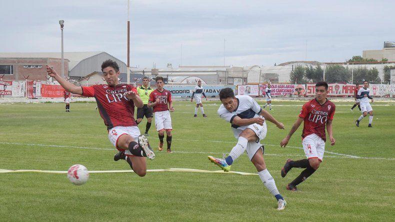 Jorge Newbery recibirá esta tarde a Huracán en un nuevo clásico del fútbol de Comodoro Rivadavia.