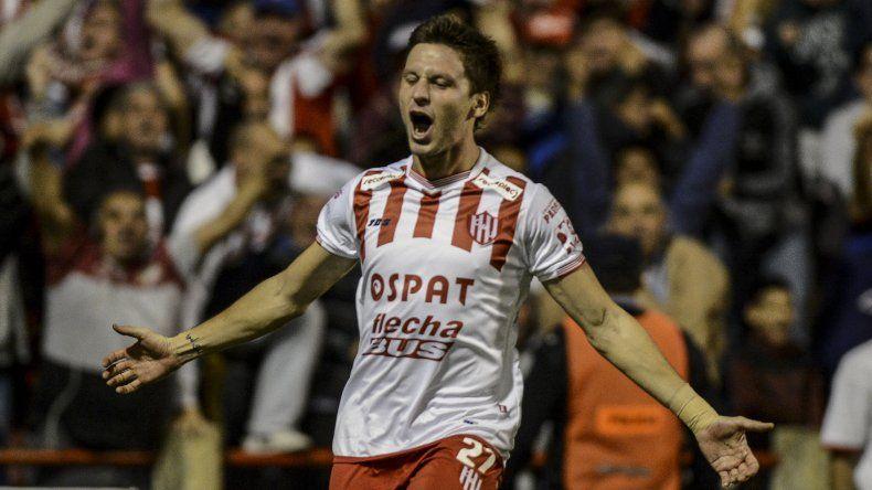 Franco Soldano festeja el gol que dejó con las manos vacías a Independiente.