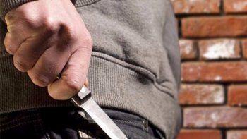 armado con un cuchillo le robo a una adolescente