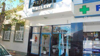asaltaron las oficinas de ados: maniataron y amordazaron al sereno