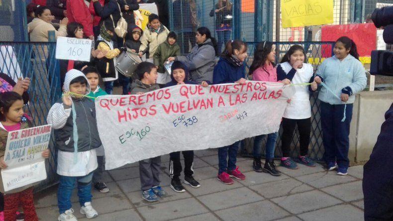 Los padres se movilizan y reclaman por el conflicto docente