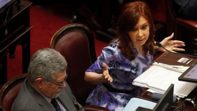 Procesan y embargan a Cristina Fernández por la causa Hotesur