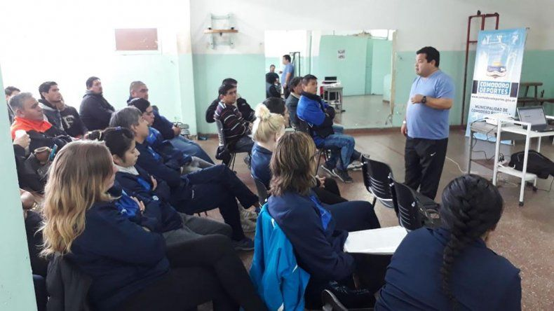Referentes del fútbol  barrial tuvieron su primera jornada de capacitación