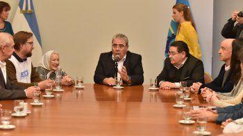La última reunión entre el Gobierno de Chubut y gremios estatales, el miércoles pasado, con la presencia de Nora Cortiñas, referente de Madres de Plaza de Mayo.