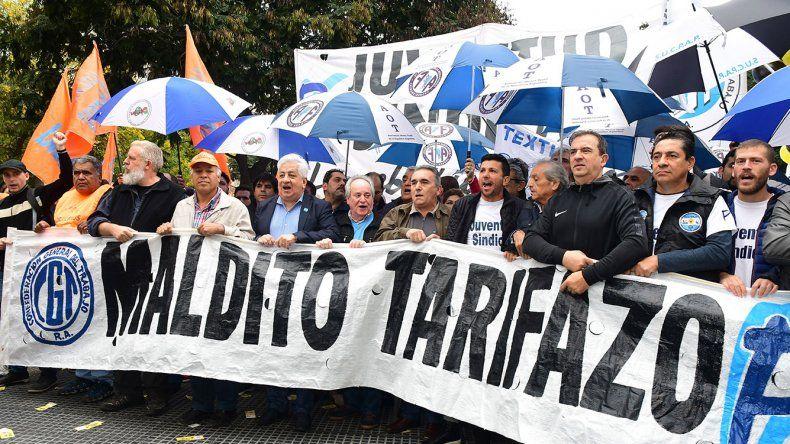 Schmid instó a la cúpula de la CGT a encabezar  un paro general contra la política económica