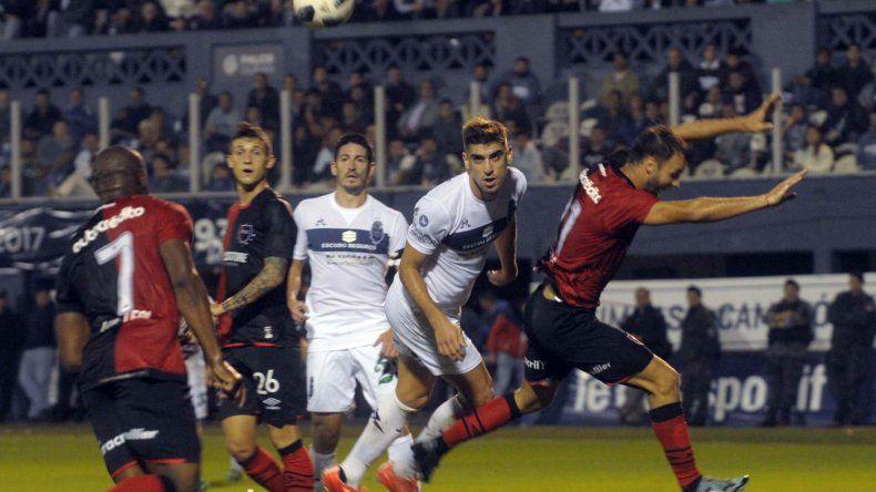 Gimnasia y Esgrima la Plata venció a Newells y terminó con un éxito en la Superliga