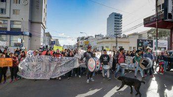 Estudiantes bloquearon algunas horas la terminal de Patagonia en el puerto