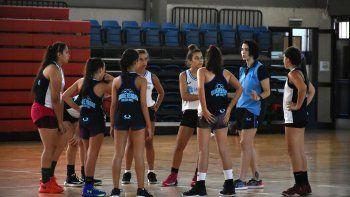 Una jugadora con nivel de Selección Nacional, Paula Reggiardo llega a Comodoro Rivadavia por gestión de PAE para motivar el semillero del básquet femenino.