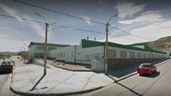 la policia rompio los candados en la escuela 34 y abrio las puertas