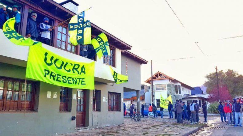 UOCRA tomó la Secretaría de Trabajo, pide el pago de subsidios