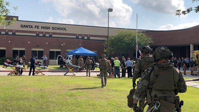 El ataque se produjo en la escuela secundaria de la ciudad de Santa Fe.