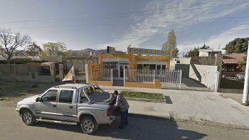 encapuchados asaltaron con armas  una forrajeria del barrio pueyrredon