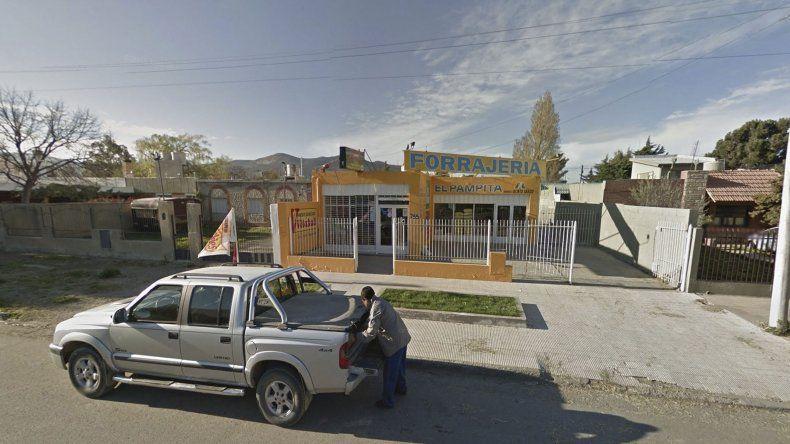 Encapuchados asaltaron con armas  una forrajería del barrio Pueyrredón