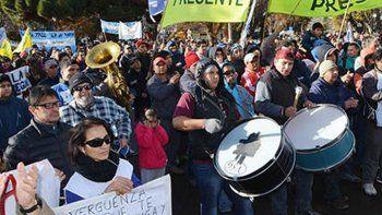 mas de 2.500 personas se  manifestaron en esquel  contra las politicas de ajuste