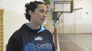 Paula Reggiardo, quien integró la selección argentina femenina de básquetbol hasta 2015, finaliza hoy su campus en Comodoro Rivadavia.