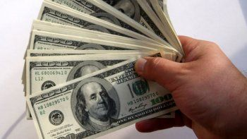 se desplomaron los salarios en dolares de los argentinos