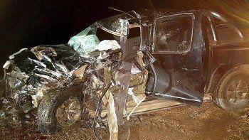 La Toyota Hilux quedó destrozada y su conductor pereció de manera instantánea.
