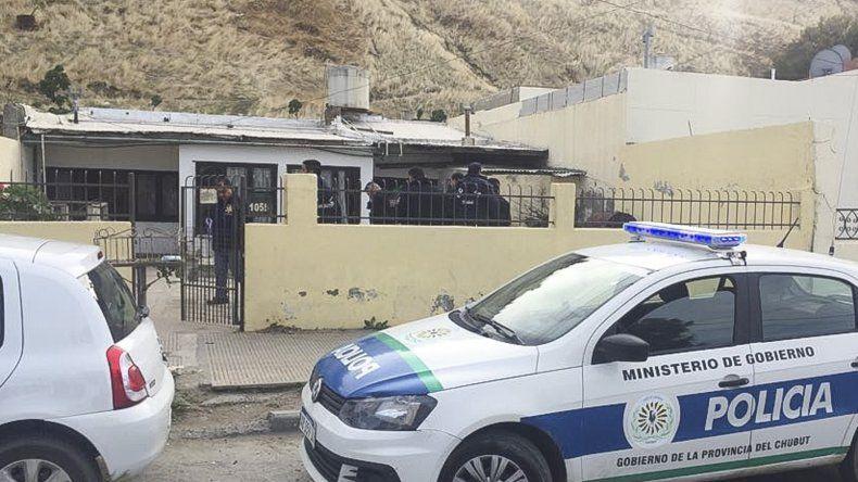 La Policía realiza las actuaciones tras conocer la muerte por asfixia de la habitante de la avenida Yrigoyen.