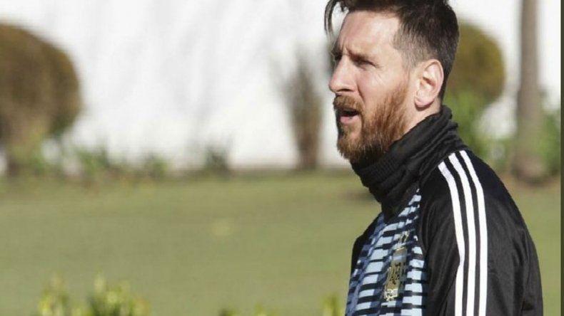 El crack rosarino Lionel Messi se sumó ayer a los entrenamientos de la selección argentina.