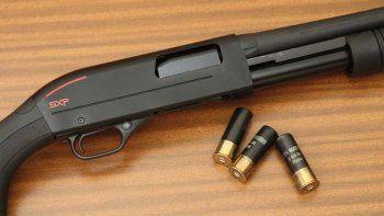 intento asesinar de tres disparos a su exmujer y luego se pego un escopetazo