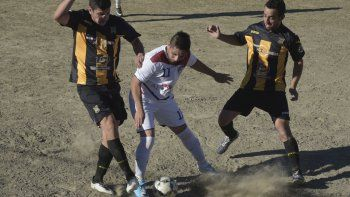 Rada Tilly recibirá esta tarde a Laprida del Oeste en el único partido que se jugará hoy por el torneo Inicial B de fútbol.