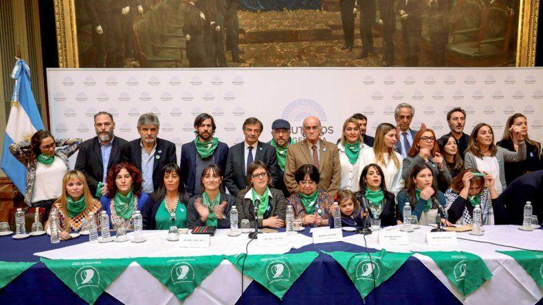 La conferencia de prensa en la que se anunció la fecha de realización de la sesión de la Cámara de Diputados.